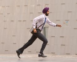 40095-ranbir-kapoor-looking-in-hurry.jpg